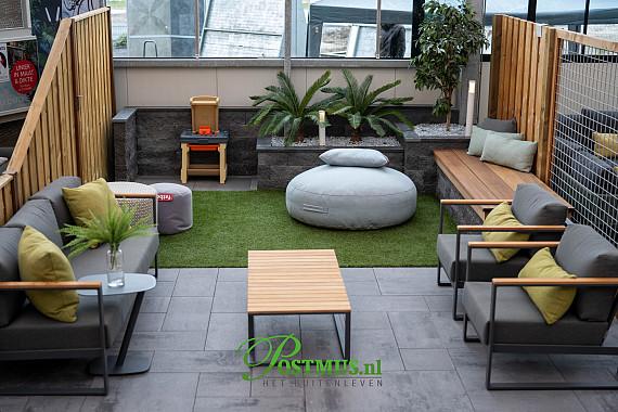 Kunstgras, verhoogde borders en een fijn terras, combineer uw tuin!