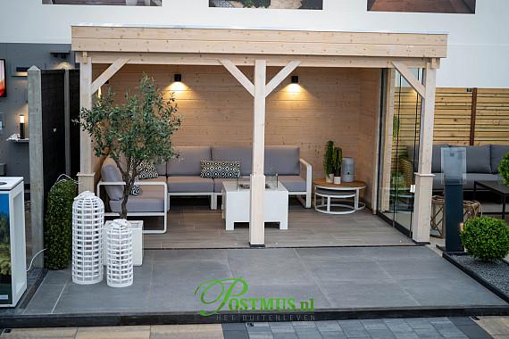 Ideaal genieten onder veranda, met een luxe zitgedeelte