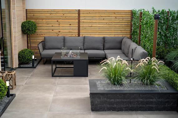 Relaxte tuin met verlichting en loungeset