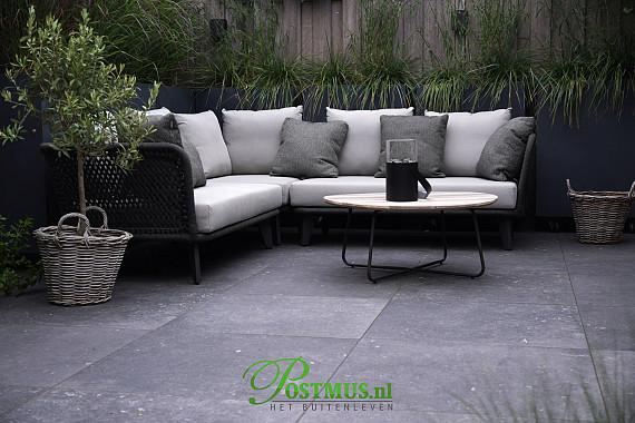 Natuurlijke tuin met twee ruime terrassen